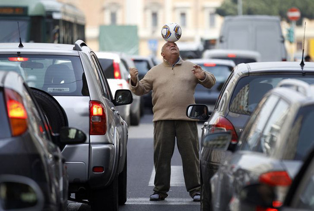 Hình ảnh lúc tắc đường vào giờ cao điểm ở các quốc gia trên thế giới: Đúng là mỗi nước mỗi khác, giao thông Việt Nam chưa hẳn tệ nhất - Ảnh 11.