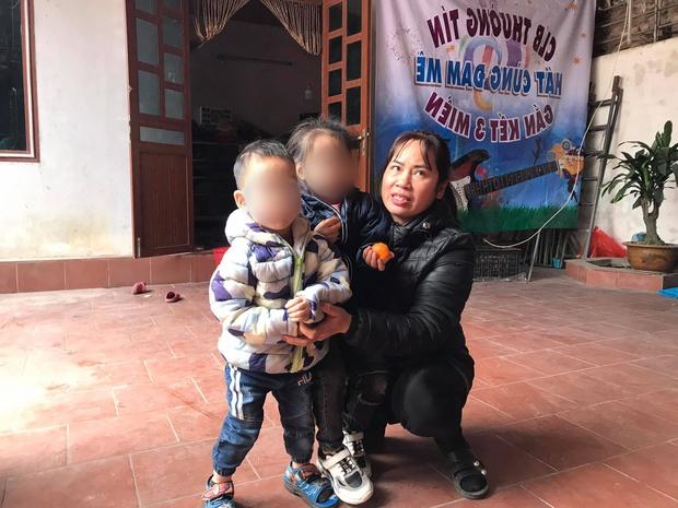 Hoàn cảnh đáng thương của 2 đứa trẻ bị bỏ rơi trên đê sông Hồng: Trong vài tháng mất cả mẹ và ông ngoại, phải gửi nhờ nhà chùa - Ảnh 2.
