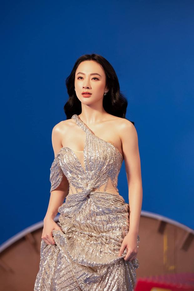 Angela Phương Trinh diện áo hiểm hóc khoe vòng 1 hững hờ, soi vào nhận ra ngay lý do khiến netizen tranh cãi - Ảnh 3.