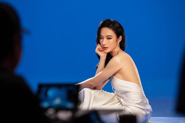 Angela Phương Trinh diện áo hiểm hóc khoe vòng 1 hững hờ, soi vào nhận ra ngay lý do khiến netizen tranh cãi - Ảnh 5.