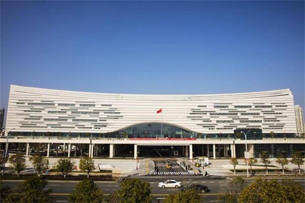 10 công trình kiến trúc Trung Quốc xấu phát hờn: Được đầu tư nghìn tỷ vẫn lọt top thảm họa vì khiến người dân nhức mắt - Ảnh 11.