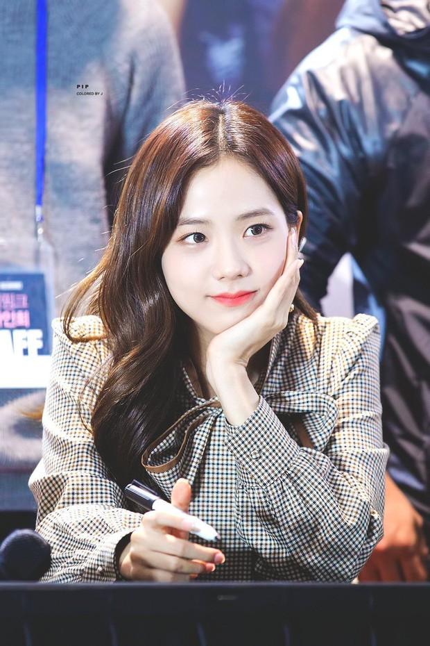 Knet nhận xét visual các idol khi gặp ngoài đời: Lisa như búp bê sống, Suzy toả sáng cả góc trời, Yoona thành nữ thần là có lý do - Ảnh 7.