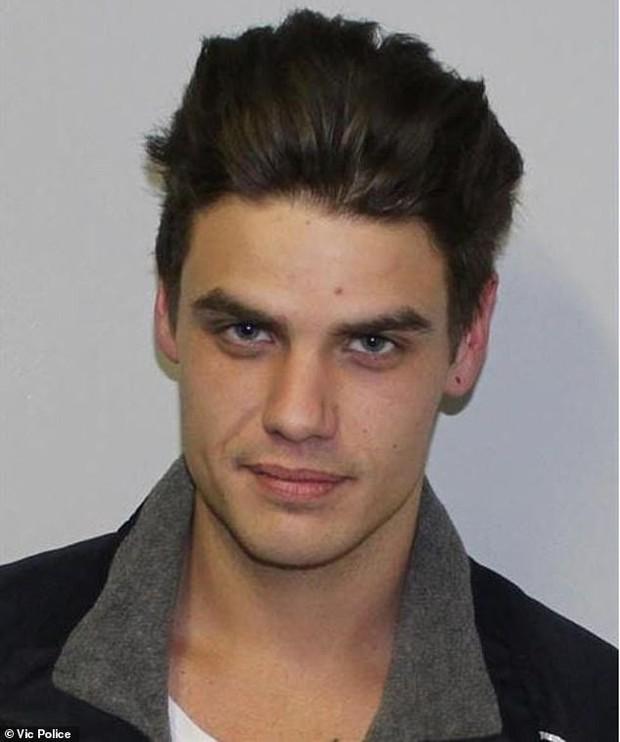 Tên tội phạm bị truy nã khổ sở vì quá đẹp trai, chị em săn đuổi còn gắt gao hơn cảnh sát - Ảnh 1.