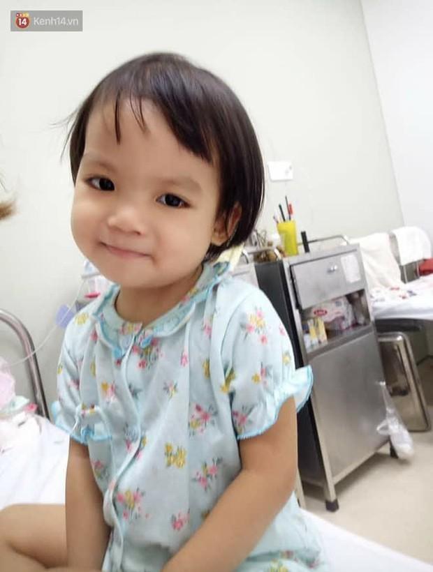Bé gái 4 tuổi bị ung thư phải cắt bỏ 1 bên thận và câu nói nhói lòng trước ca xạ trị: Bố mẹ đừng khóc, con không đau đâu - Ảnh 1.