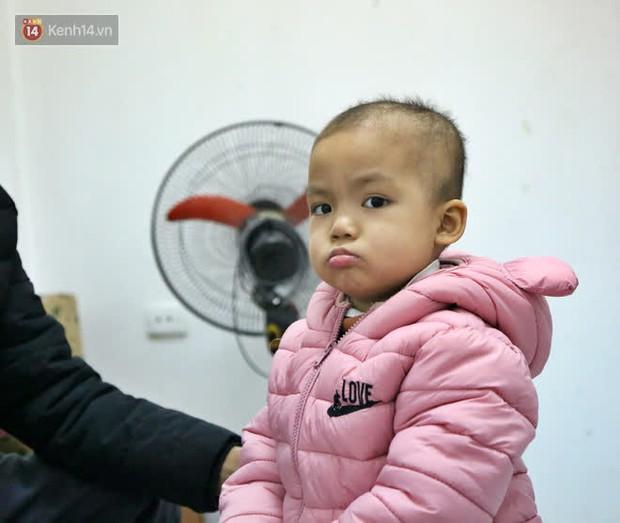 Bé gái 4 tuổi bị ung thư phải cắt bỏ 1 bên thận và câu nói nhói lòng trước ca xạ trị: Bố mẹ đừng khóc, con không đau đâu - Ảnh 8.