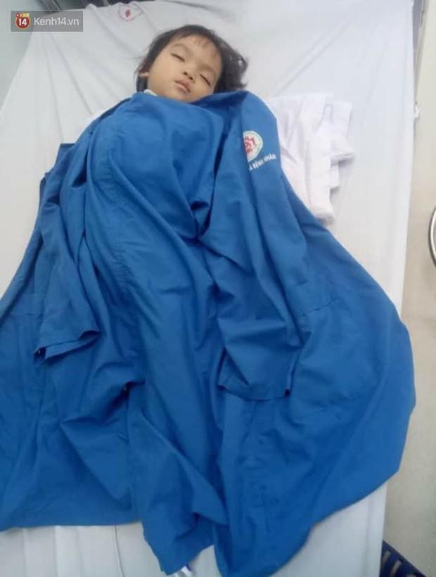 Bé gái 4 tuổi bị ung thư phải cắt bỏ 1 bên thận và câu nói nhói lòng trước ca xạ trị: Bố mẹ đừng khóc, con không đau đâu - Ảnh 3.