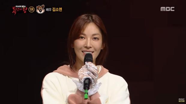 Ác nữ Penthouse Kim So Yeon hé lộ lý do để mặt mộc đi show hát giấu mặt - Ảnh 4.
