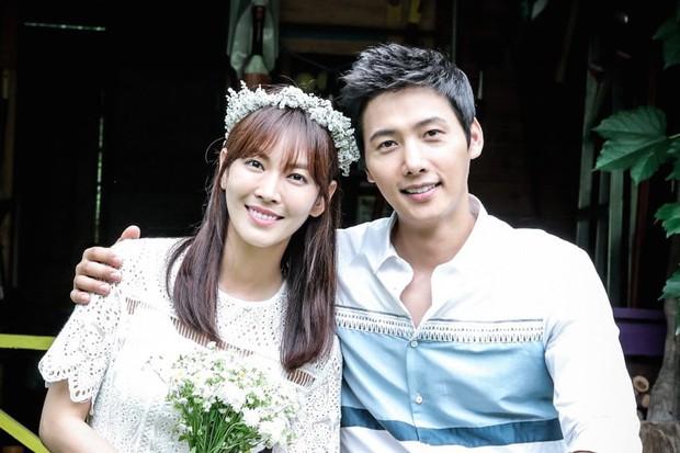 Ác nữ Penthouse Kim So Yeon hé lộ lý do để mặt mộc đi show hát giấu mặt - Ảnh 5.