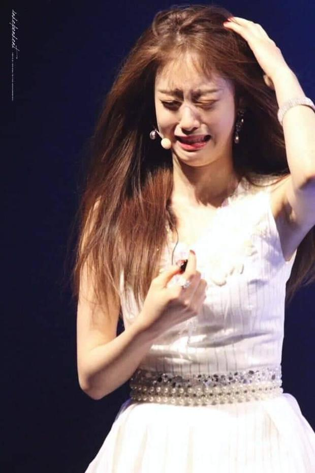 """Biểu cảm """"xém xỉu"""" của Jiyeon (T-ara) khi lần đầu thử ngửi rau ngò khiến netizens nghiêng ngả: Coi mà tắc thở giùm! - Ảnh 5."""