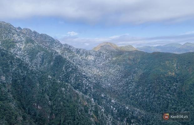 Clip: Núi rừng Sa Pa vẫn ngập trong băng tuyết trắng xoá, khung cảnh vô cùng ảo diệu - Ảnh 6.