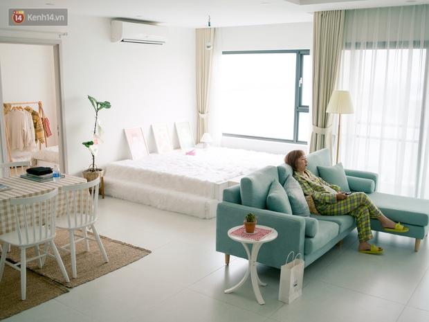 Trang Hý chơi sang ở một mình một nhà rộng 120m2 với 3 phòng ngủ, nội thất rẻ đến bất ngờ - Ảnh 1.