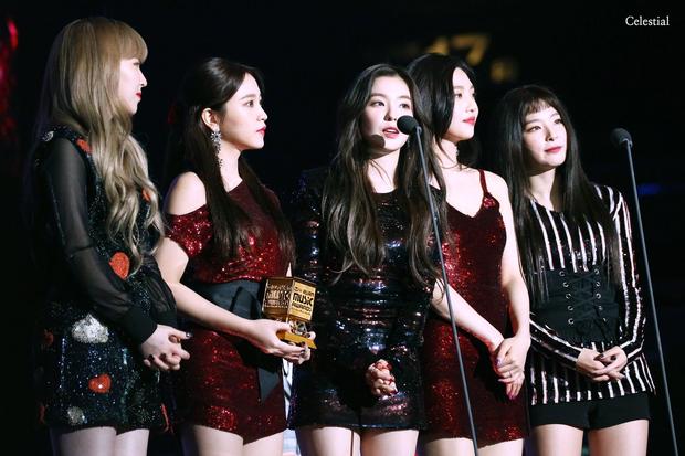 Knet nhận xét visual các idol khi gặp ngoài đời: Lisa như búp bê sống, Suzy toả sáng cả góc trời, Yoona thành nữ thần là có lý do - Ảnh 17.