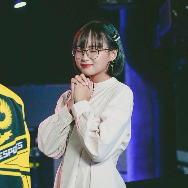 So kè nhan sắc của những nữ MC MOBA Esports đình đám tại Việt Nam: Mỗi người một vẻ mười phân vẹn mười - Ảnh 1.