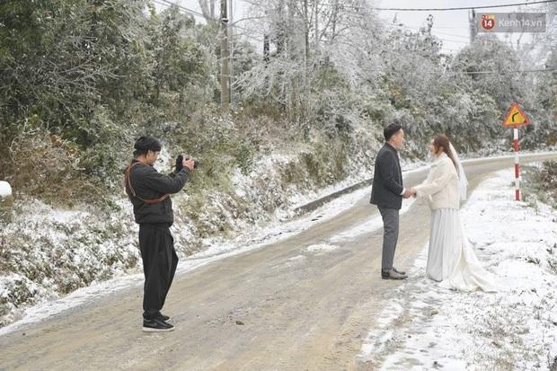 Trọn bộ ảnh cưới lung linh của cặp đôi Hà Nội giữa băng tuyết kỳ ảo ở Y Tý khiến dân tình trầm trồ ngưỡng mộ - Ảnh 1.