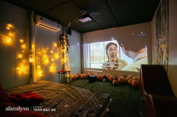 Bên trong rạp phim... người lớn đang gây xôn xao tại Sài Gòn, có giường để nằm xem phim, trang bị đủ loại đồ chơi cho khách dùng khi có nhu cầu!? - Ảnh 15.