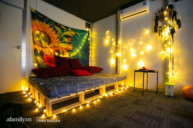 Bên trong rạp phim... người lớn đang gây xôn xao tại Sài Gòn, có giường để nằm xem phim, trang bị đủ loại đồ chơi cho khách dùng khi có nhu cầu!? - Ảnh 3.