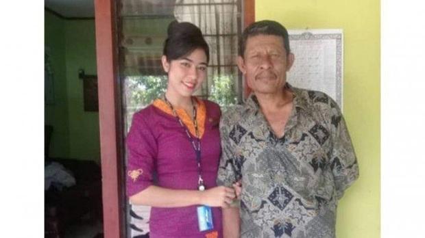 Vụ máy bay rơi ở Indonesia: Vợ ôm con 7 ngày tuổi đến bệnh viện chờ tin chồng và lời nhắn cuối đầy ám ảnh của nữ tiếp viên hàng không - Ảnh 4.