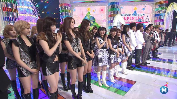 SNSD mang tiếng là nấm lùn, đứng cạnh nhóm nữ Jpop đình đám liền để lộ ngay điểm khác biệt rõ ràng giữa idol Hàn và Nhật - Ảnh 1.
