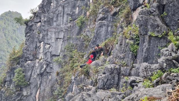 """Nam du khách trượt chân rơi xuống khe đá khi chụp ảnh tại """"mỏm đá tử thần"""" kể lại giây phút thoát chết thần kỳ - Ảnh 1."""
