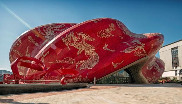 Công trình kiến trúc xấu nhất Trung Quốc khiến dân mạng cười mệt: Vừa loè loẹt gây nhức mắt lại u ám hệt như lối vào cõi âm - Ảnh 1.