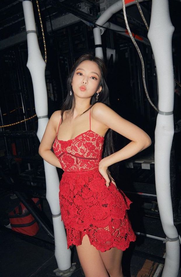 Jennie đặc biệt chỗ này: Mỗi lần lên đồ khoe vai 90 độ sexy là làm fan thổn thức - Ảnh 5.