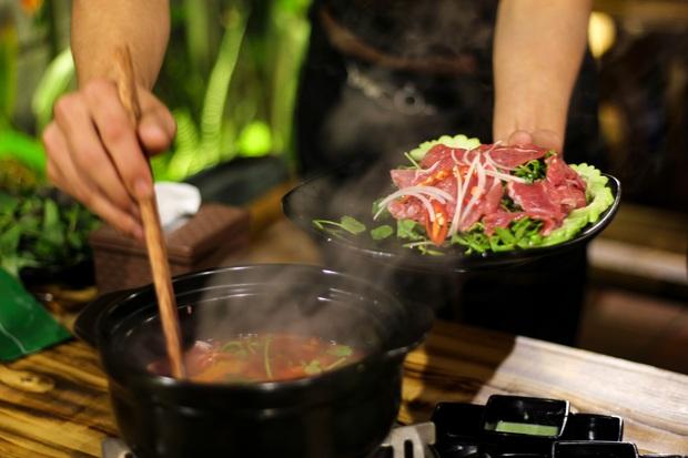 No căng bụng với vị ngon bò Việt ở Bò Cỏ Lẩu mới toe tại Đà Nẵng - Ảnh 2.