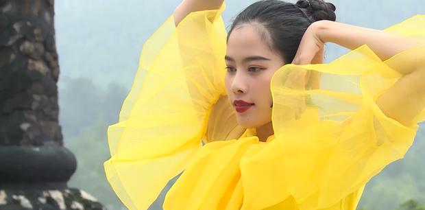 Nam Em đi show với dàn Hoa hậu, Á hậu: Thần đèn thể trạng yếu nhưng vẫn vô cùng lầy lội - Ảnh 13.