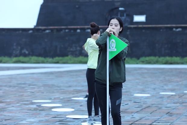 Nam Em đi show với dàn Hoa hậu, Á hậu: Thần đèn thể trạng yếu nhưng vẫn vô cùng lầy lội - Ảnh 8.