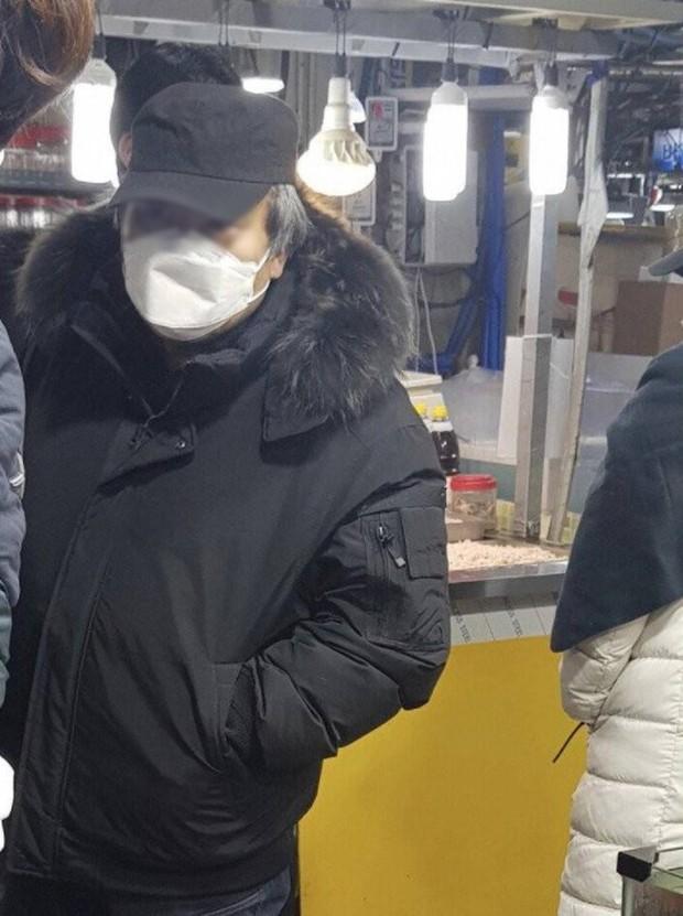 """Lần đầu ra phố sau khi được trả tự do, tên tội phạm ấu dâm vụ bé Nayoung phản ứng """"rợn người"""" khi bị hỏi có phải là kẻ gây tội năm nào  - Ảnh 2."""