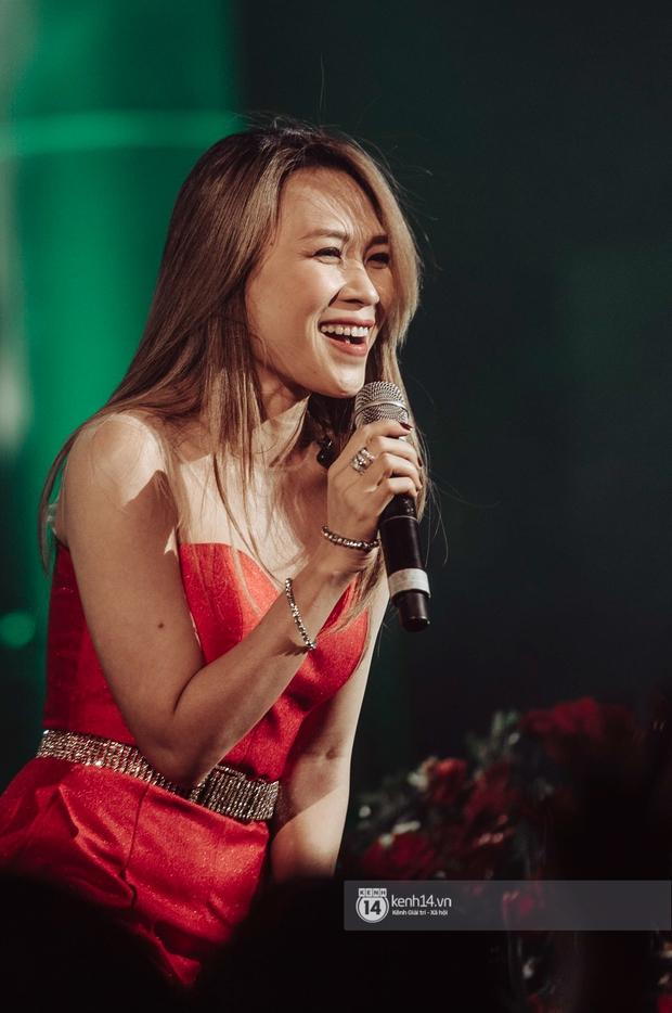 Mỹ Tâm lần đầu hát live Anh Chưa Biết Đâu nhưng không thể trọn vẹn vì bị nhóm bè hại, fan than trời khi xem livestream - Ảnh 3.