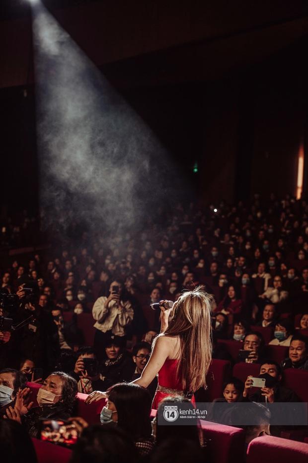 Mỹ Tâm lần đầu hát live Anh Chưa Biết Đâu nhưng không thể trọn vẹn vì bị nhóm bè hại, fan than trời khi xem livestream - Ảnh 8.