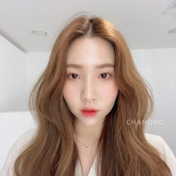 Hair stylist Hàn khuyên thật: Đừng vội đi cắt tóc, chỉ cần đổi ngôi thôi là bạn đã khác lắm rồi - Ảnh 2.