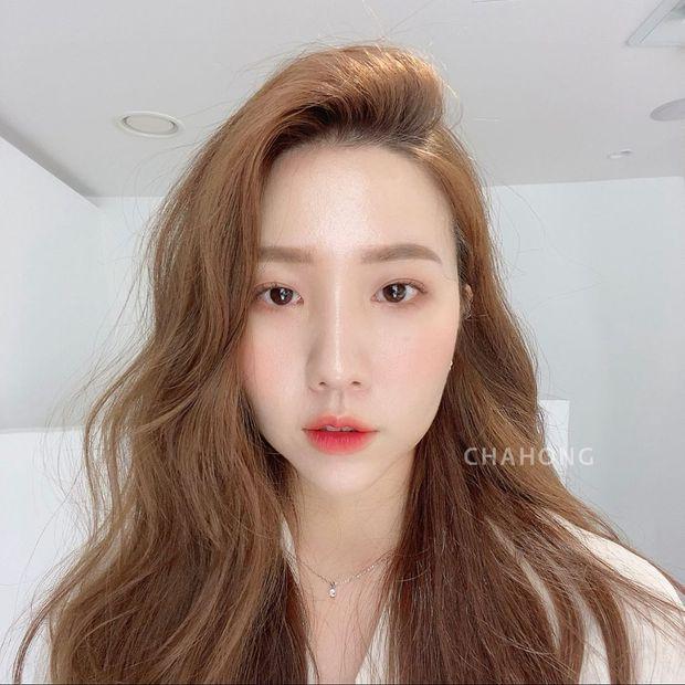 Hair stylist Hàn khuyên thật: Đừng vội đi cắt tóc, chỉ cần đổi ngôi thôi là bạn đã khác lắm rồi - Ảnh 4.