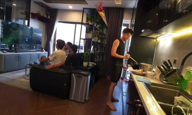 Căn hộ của Ngô Kiến Huy: Đơn giản nhưng không thua kém ai trong showbiz, bước vào khu bếp mới trầm trồ - Ảnh 7.