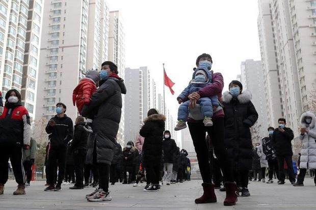 Trung Quốc phong tỏa thành phố 5 triệu dân vì COVID-19 - Ảnh 1.