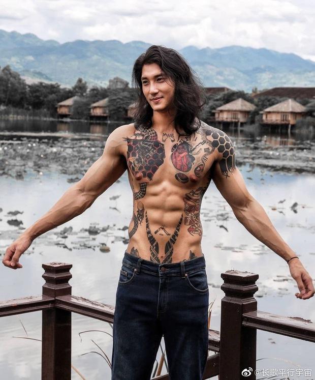 Aquaman châu Á khiến MXH náo loạn vì hình ảnh xuống tóc, mặc áo nhà sư: Body lực lưỡng cực quyến rũ, bảo sao chị em mê mệt - Ảnh 11.