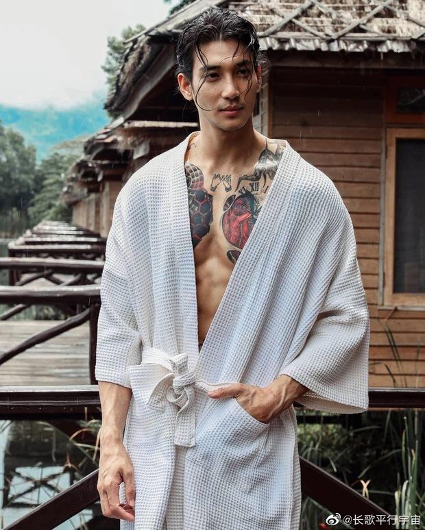 Aquaman châu Á khiến MXH náo loạn vì hình ảnh xuống tóc, mặc áo nhà sư: Body lực lưỡng cực quyến rũ, bảo sao chị em mê mệt - Ảnh 10.