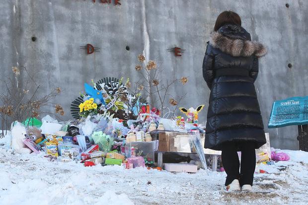 Vụ bé gái 16 tháng tuổi bị bố mẹ nuôi bạo hành đến chết: Công khai đoạn clip ghi lại cảnh tượng bạo lực đáng phẫn nộ của ả mẹ nuôi  - Ảnh 6.