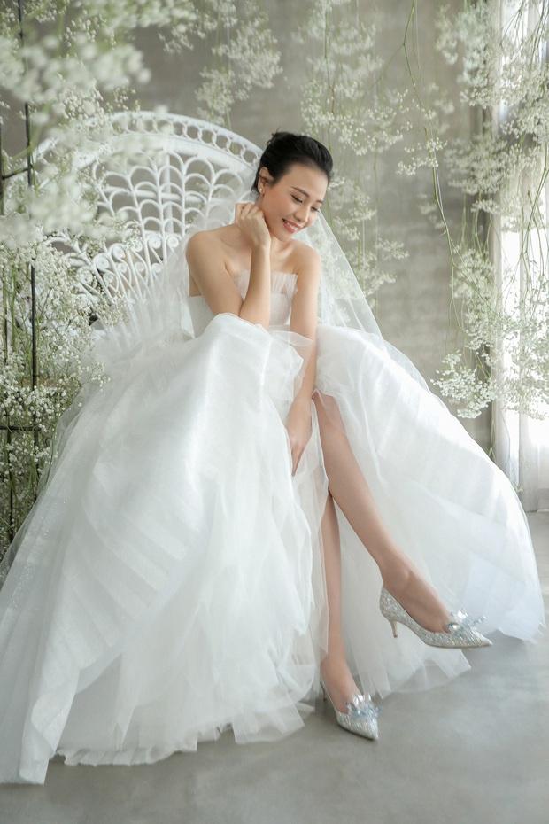 Ngọc Trinh khoe ảnh nude trong bồn tắm nhưng đôi giày công chúa 120 triệu mới là thứ khiến netizen lo lắng - Ảnh 6.