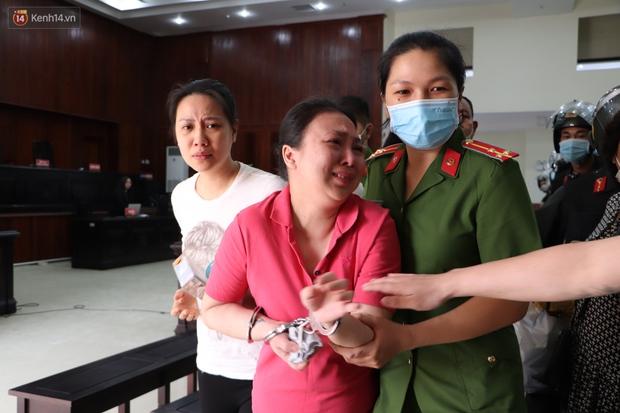 Chùm ảnh: Nữ bị cáo Lê Hương Giang bật khóc nức nở, ông trùm ma túy Văn Kính Dương cùng người tình tươi cười rời tòa - Ảnh 9.