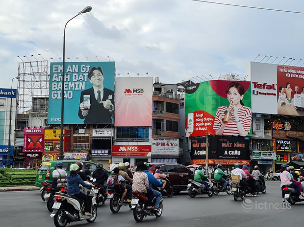 Thực hư sự xuất hiện của bảng quảng cáo Now tại giao lộ đối đáp giữa Hari Won - Trấn Thành - Ảnh 2.