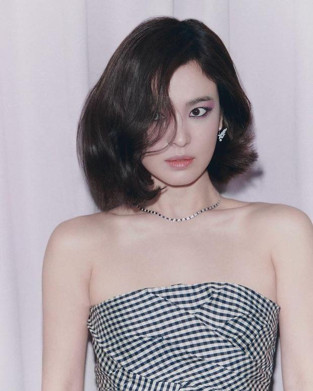 Bài phỏng vấn Song Hye Kyo tiếp tục gây bão vì chi tiết làm rõ tin đồn ngoại tình sau khi ly hôn Song Joong Ki? - Ảnh 2.