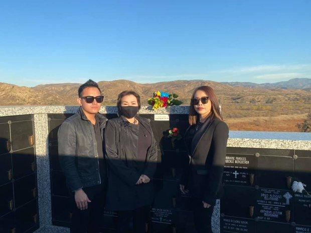 Nghệ sĩ Hoài Linh chưa thể bay qua Mỹ, con trai thay mặt đến viếng cố NS Chí Tài - Ảnh 4.