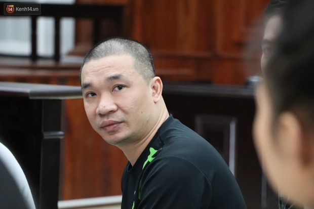 Chùm ảnh: Nữ bị cáo Lê Hương Giang bật khóc nức nở, ông trùm ma túy Văn Kính Dương cùng người tình tươi cười rời tòa - Ảnh 7.