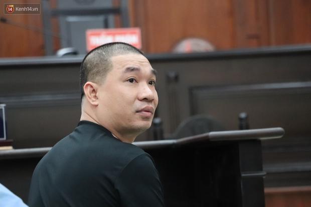 Chùm ảnh: Nữ bị cáo Lê Hương Giang bật khóc nức nở, ông trùm ma túy Văn Kính Dương cùng người tình tươi cười rời tòa - Ảnh 5.
