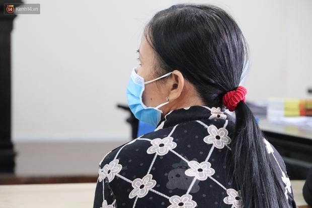 Nữ bị cáo lạnh lùng khai đốt nhựa nhỏ vào người, lấy dây xích sắt tra tấn thai phụ 18 tuổi đến sảy thai - Ảnh 9.