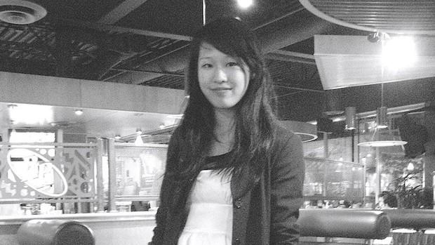 Elisa Lam - vụ án bí ẩn nhất nhì thế kỷ 21 trở thành phim tài liệu, loạt quá khứ ghê rợn ngay hiện trường án mạng được lên phim - Ảnh 2.