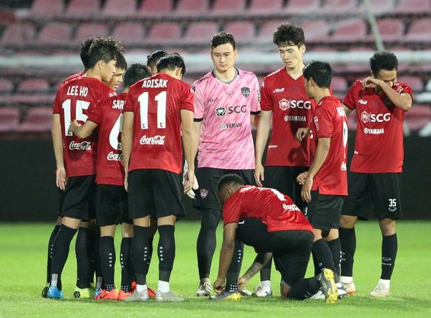 Người đại diện Văn Lâm đáp trả cứng rắn khi Muangthong ra yêu cầu để không kiện lên FIFA - Ảnh 2.