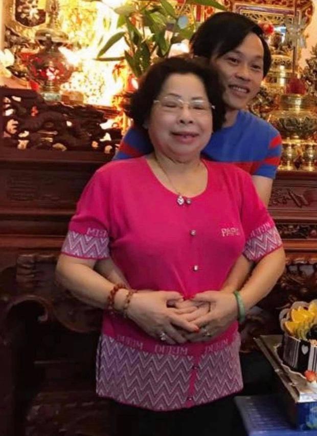 Cuộc sống của NS Hoài Linh sau 1 tháng NS Chí Tài và dì ruột qua đời: Suy sụp và không ngủ yên, ca sĩ Phương Loan gửi lời động viên - Ảnh 9.