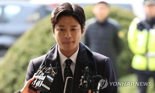 Động thái đầu tiên của Hyoyeon (SNSD) sau vụ bê bối Burning Sun: Phản bác siêu ngầu, phủ nhận việc nhìn thấy nữ diễn viên sùi bọt mép - Ảnh 5.